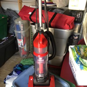 Dirt Devil Bag less Edge To Edge Carpet To Floor Vacuum for Sale in Chattanooga, TN