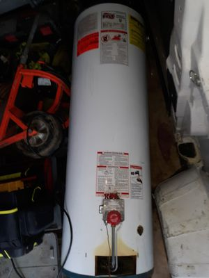 40 gal gas water heater tall no leaks works older model but in my van can meet if needed for Sale in Pittsburgh, PA