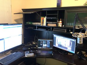 Magellan L-Desk with Hutch for Sale in East Lansing, MI