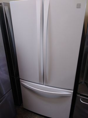 REFRIGERATOR KENMORE ELITE FRENCH DOORS WITH 33 HEIGHT 68 for Sale in Los Angeles, CA