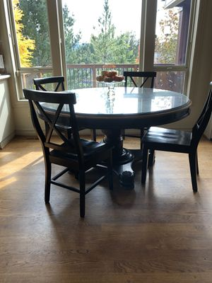Round kitchen table for Sale in West Linn, OR