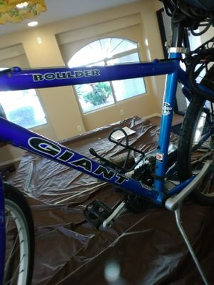 "17.5"" Giant Mountain Bike for Sale in Las Vegas, NV"