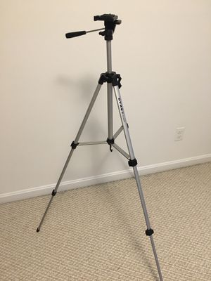 Dynex 53'' camera tripod DX-NW080 for Sale in Nottingham, NH