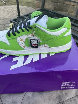 Supreme Nike Dunk Green Size 10 for Sale in Bartlett,  IL