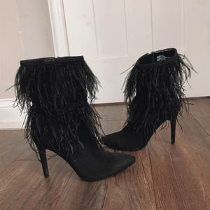 Blsck Feather Heels for Sale in Willow Springs, IL