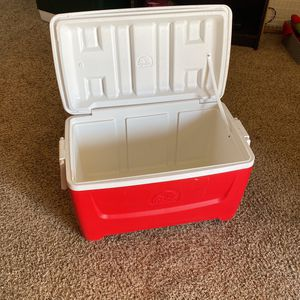 Igloo Ice Chest Cooler for Sale in Fountain Hills, AZ