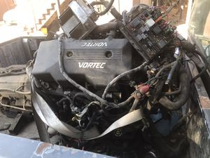 2000 Suburban 6.0 engine and transmission 2WD for Sale in Stockton, CA