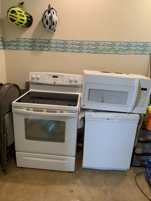 Kenmore Glass top Stove, kenmore Microwave and Frigidaire Dishwasher for sale asking $850.00 for all three , these items are less than 3 years old for Sale in Suffolk, VA