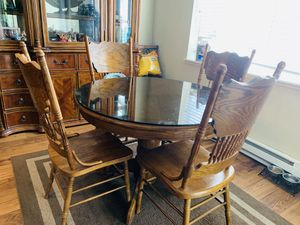 Oak Antique Kitchen Table with 4 chairs 🪑, extra leaf to seat 6. for Sale in Renton, WA