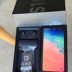 128GB Samsung Galaxy S10e factory unlocked White for Sale in Skokie, IL