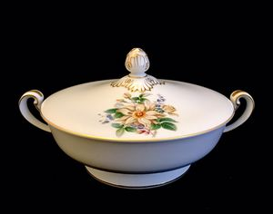 Noritake Goldenrose Covered Vegetable Bowl/Soup Tureen for Sale in Ransom Canyon, TX