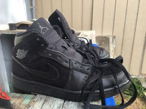 Jordan 1 mid triple black 7.5 for Sale in Anderson, MO