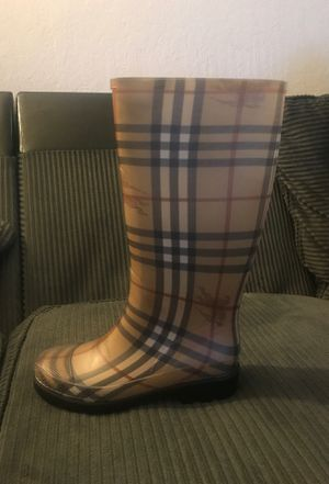 Burberry rain boots brand new never used size 35 for Sale in Hayward, CA