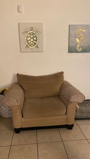 **FREE oversized chair** for Sale in Largo, FL