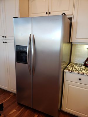 Frigidaire SS side by side for Sale in NEW PRT RCHY, FL