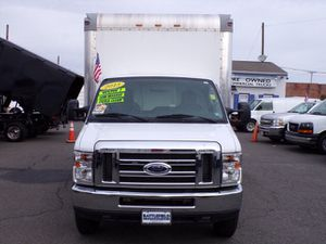 2013 Ford E350 12 ft box with lift low low miles for Sale in Manassas, VA
