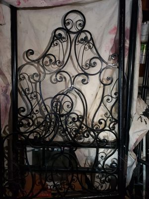 TWIN CINDERELLA BED FRAME for Sale in Highland, CA