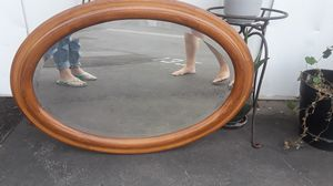 Oval mirror in grate condition for Sale in Long Beach, CA