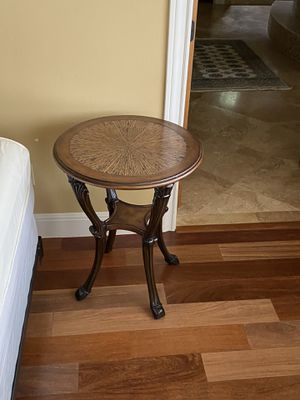 Wood end table for Sale in Austin, TX