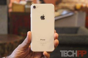 iPhone 8 (64gb) Comes With Charger and 1 Month Warranty for Sale in Fort Belvoir, VA