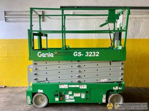 2010 GENIE GS3232 Electric Scissor Lift for Sale in Miami, FL