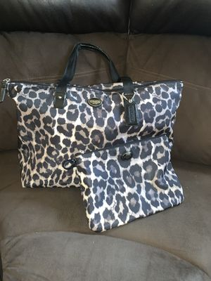 Coach Tote with Matching Clutch! for Sale in Los Angeles, CA