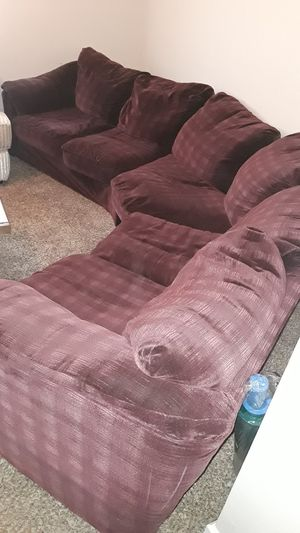Burgundy sectional sofa for Sale in Bakersfield, CA