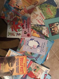 Lot Of 34 Scholastic Books for Sale in Kissimmee,  FL