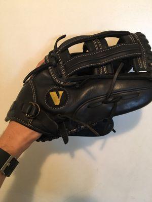 Vinci BMB-L 13 Inch Fielders Glove (Used) for Sale in Downey, CA