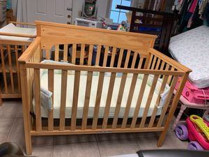 Crib with mattress and changing table for Sale in St. Petersburg, FL