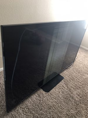 70 inch TV for sale. Damaged screen. for Sale in Dallas, TX