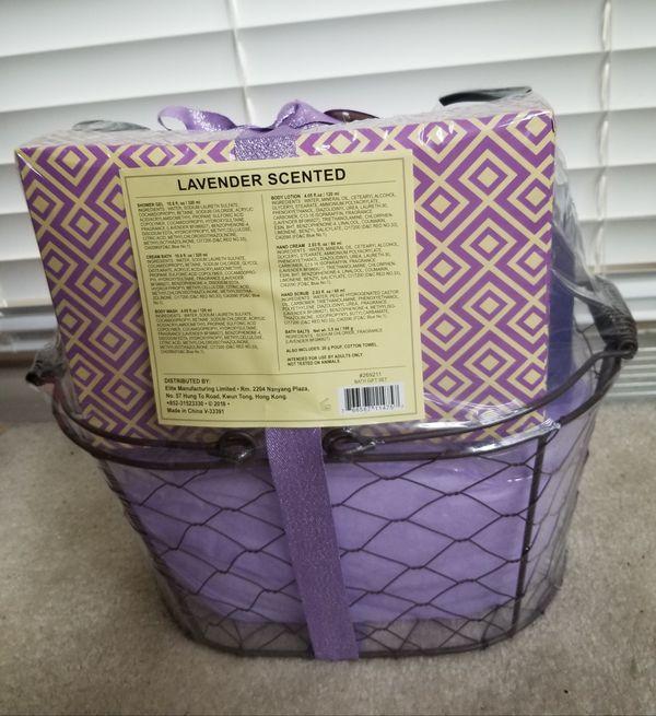 Natural Aromatic 8 Piece Bath Gift Set/Lavender Scent