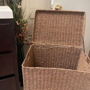 Wick Laundry Storage Hamper 25 Height 20 Wide for Sale in Cicero, IL
