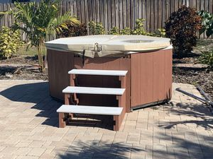 Hot tub for Sale in Winter Haven, FL
