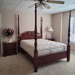 Real Wood Queen Bedroom Set for Sale in Hoschton, GA