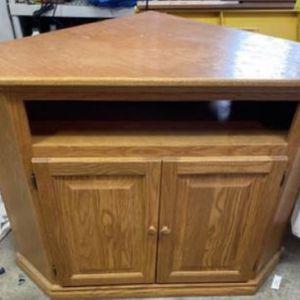 Oak corner unit 34h 45w 30d LIKE NEW for Sale in Woonsocket, RI