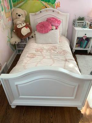 Twin girl bed for Sale in Arlington Heights, IL