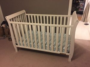 White high quality non-toxic baby crib with soybean mattress and organic bedding for Sale in Kenmore, WA