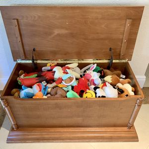 Toy Chest for Sale in Miami, FL