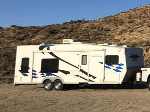 Thor Motor Coach 28 ft Tahoe toy hauler for Sale in Los Angeles, CA