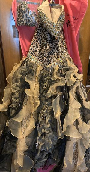 Beautiful QUINCEANERA Dress Size 16 for Sale in Chicago, IL