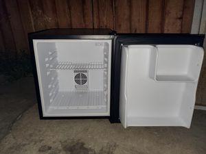 Avanti Mini fridge for Sale in Los Angeles, CA