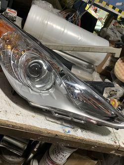 2011-2014 Hyundai Sonata Right Passenger Side Headlight for Sale in Burbank,  CA