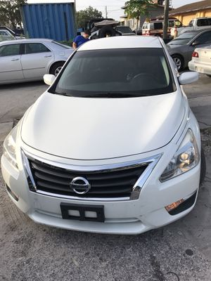 😍💕2014 Nissan Altima 84,000 Miles 💕😍 for Sale in Tampa, FL