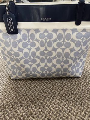 Coach bag for Sale in Franklin, WI