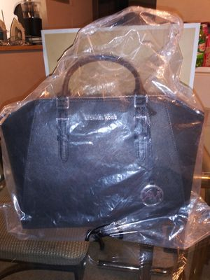 Brand New Authentic Michael Kors handbag with tags for Sale in Forest Heights, MD