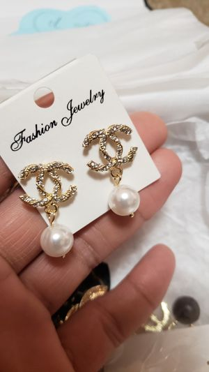 Earrings studs with crystals! for Sale in HILLTOP MALL, CA