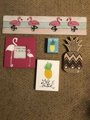 Pineapple and Flamingo decor for Sale in Alta Loma, CA