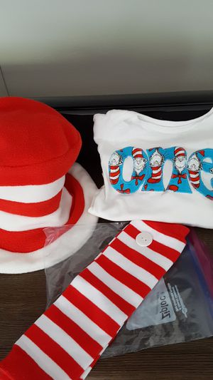 Dr Seuss onesie, leggings and hat for Sale in Southgate, MI