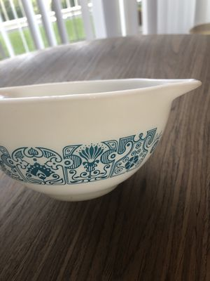 VINTAGE PYREX MIXING BOWL for Sale in Miami, FL